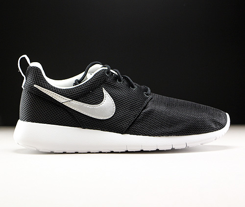 a3156211a76 Nike Roshe One GS zwart zilver wit 599728-021